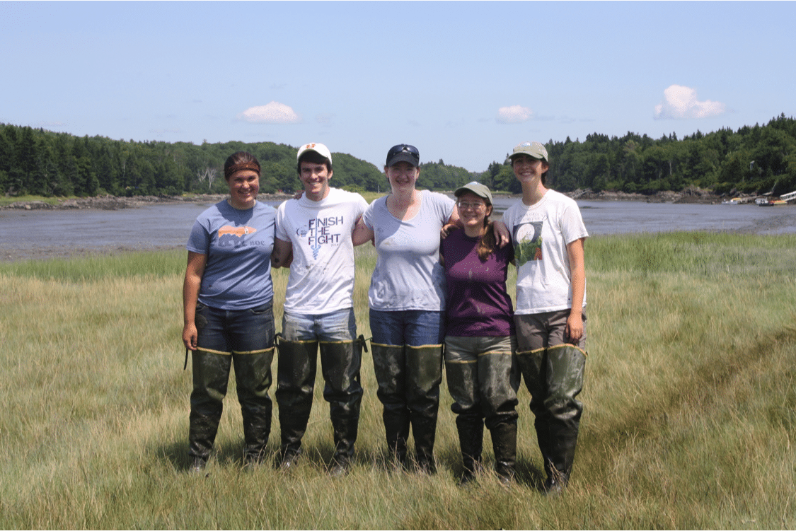 Michèle (center) with Bowdoin students (left) and collaborators from the Kennebec Estuary Land Trust (right) after a day of sampling on the clam flats of Phippsburg, ME
